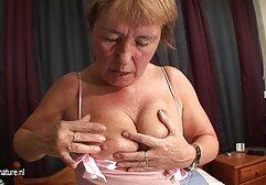 Blonde Hottie Saugt Einige Ernsthafte möpse kostenlos Schwanz