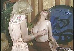 In Not riesen brüste kostenlos in der Tat-Marina (2020)